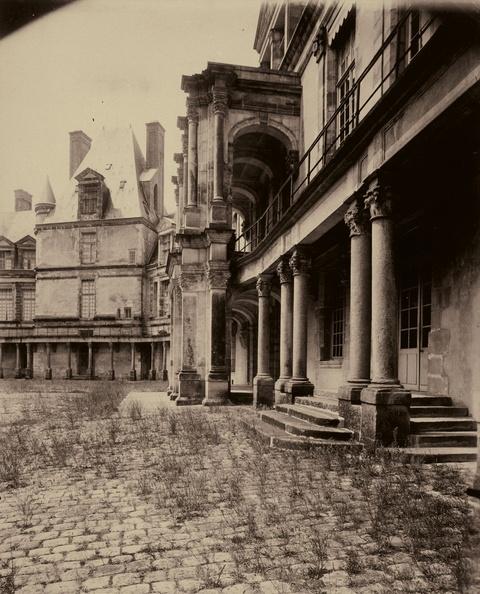 Jean Eugène Auguste Atget - Cour Ovale, Fontainebleau