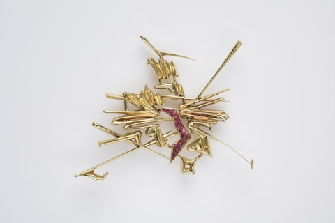 An 18k gold brooch by Georges Mathieu -
