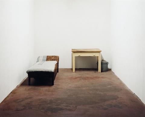 Ricarda Roggan - Bett, Tisch und Eimer