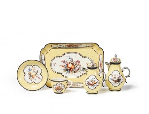 A Nymphenburg porcelain solitaire -