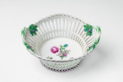 Korb mit dreifarbigem Bouquet -