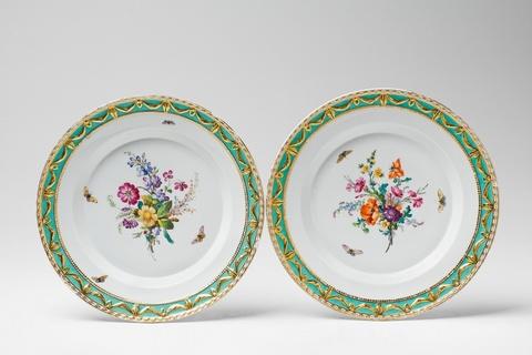 Paar Teller aus der Nachlieferung zum Tafelservice für Prinz Heinrich von Preußen -