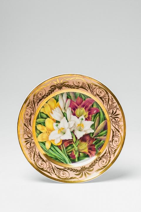 Teller mit farbigen Lilienblüten -