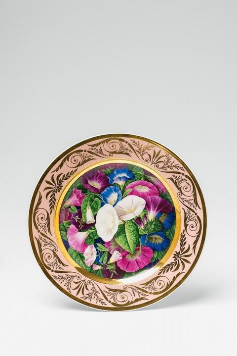 Teller mit farbigen Ackerwindenblüten -