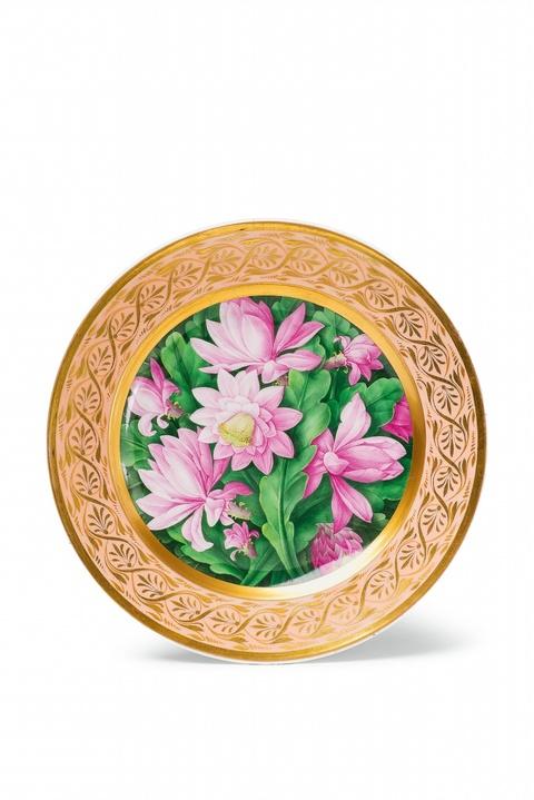 Teller mit dichtem Blumendekor -