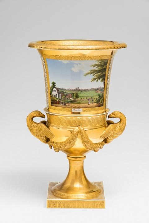 Seltene Adlerhenkel-Vase mit Ansichten von Berlin und Potsdam -