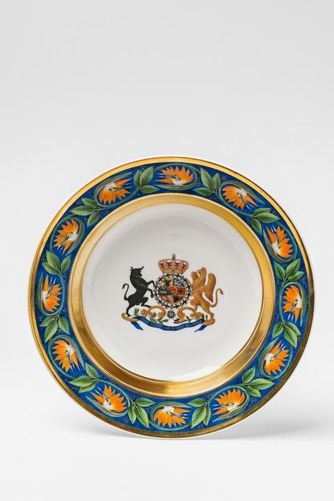 Tiefer Teller aus dem Tafelservice für den Großherzog von Mecklenburg-Strelitz -