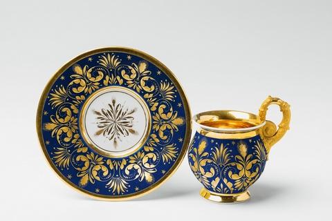 Seltene Tasse mit königsblauem Fond -