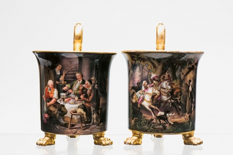 Zwei Tassen mit feinem Hausmalerdekor -