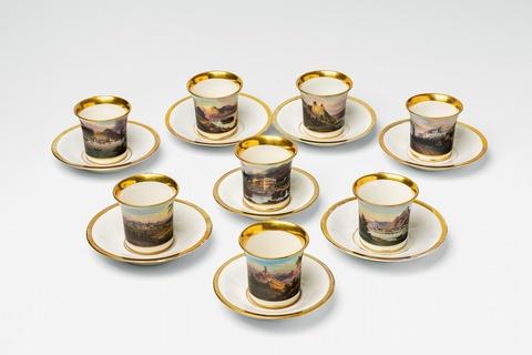 Acht Tassen mit rheinischen Schlössern und Burgen -
