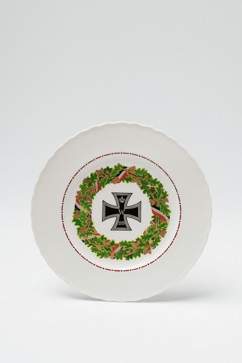 Teller mit Eisernem Kreuz -