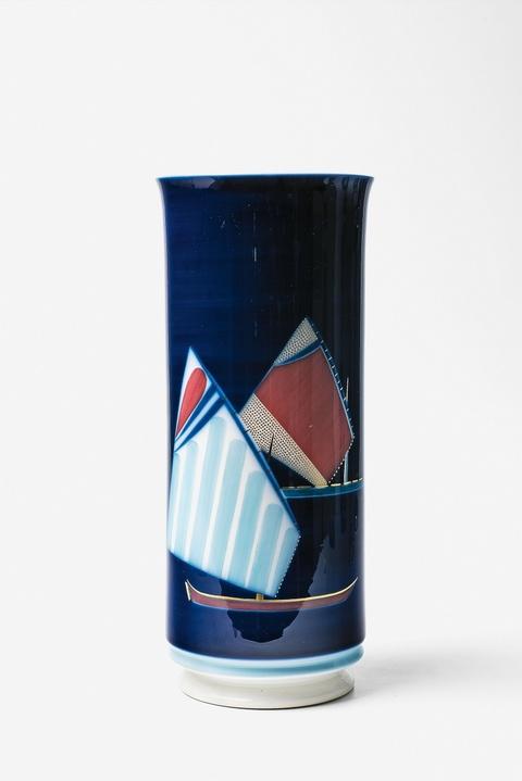 Vase mit zwei Segelbooten -