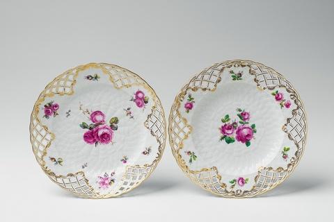 Zwei Teller aus einem Dessertservice, Geschenk Friedrichs II. an die Prinzessin von Oranien -