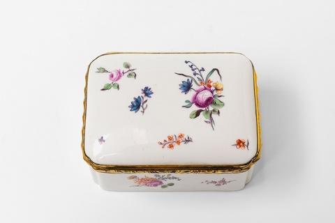 A German porcelain snuff box -