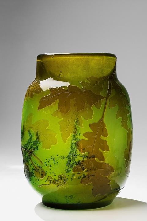 Vase camée mit Eicheln und Laub -