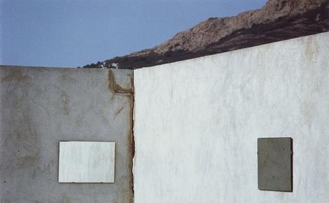Luigi Ghirri - Ile Rousse (aus der Serie: Kodachrome)