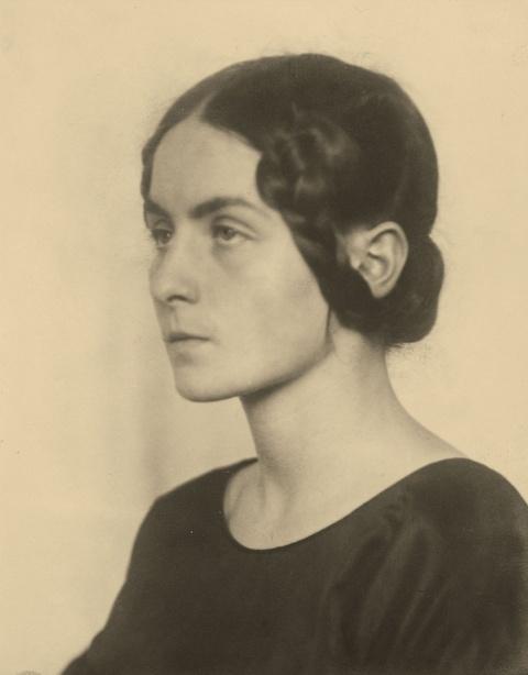 August Sander - Portrait Ilse Garthmann