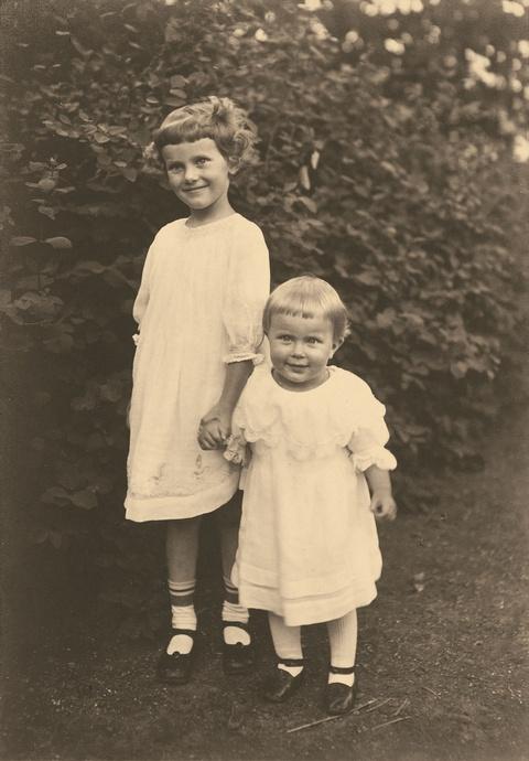 August Sander - Ruth und Ina Göbel, Dierdorf