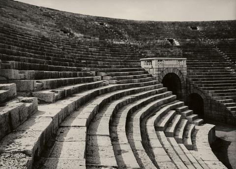 Albert Renger-Patzsch - Theater in Verona