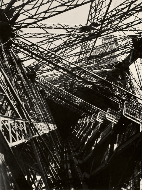 Germaine Krull - La Tour Eiffel