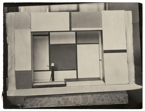 André Kertész - Drei Bühnenentwürfe von Piet Mondrian für 'L'éphémère est éternel'