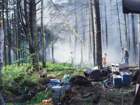"""Gregory Crewdson - Production Still Forest Gathering #1 (aus der Serie: """"Beneath the Roses"""")"""
