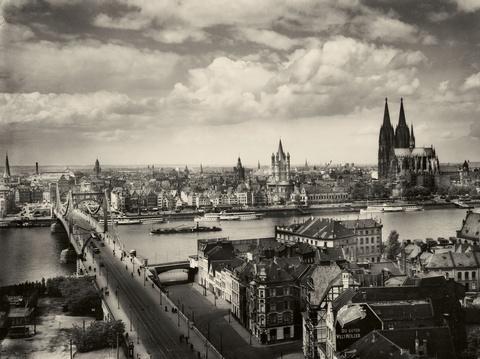 August Sander - Rheinufer, Blick von Deutz aus