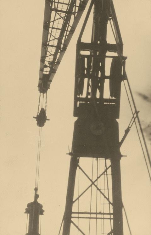 Germaine Krull - Ohne Titel (aus der Serie: Métal)