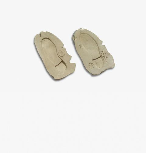 Antoni Tàpies - Dues empremtes de peus II (Zwei Fußabdrücke II)