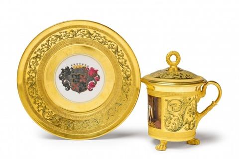 Deckeltasse mit königlichem Pferd -