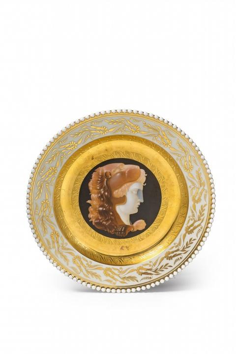 Teller mit Kameenmalerei aus dem Hochzeitsservice für Prinzessin Luise -