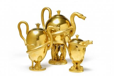 Set aus drei Teekannen mit Schlangenhenkeln -
