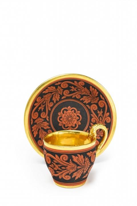 Tasse im etruskischen Stil -