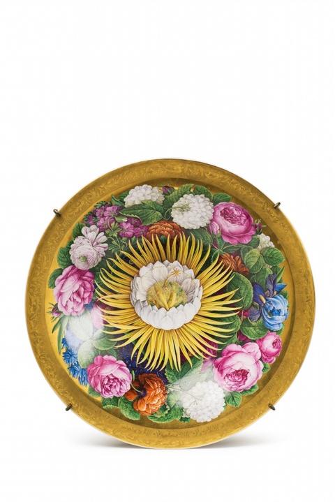 Schale mit großen Blüten -