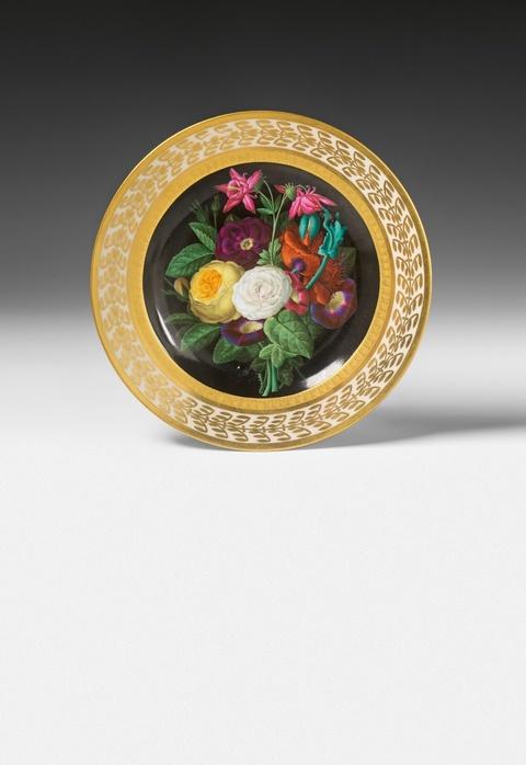 Teller mit Blumenstrauß, signiert von Ernst Sager -