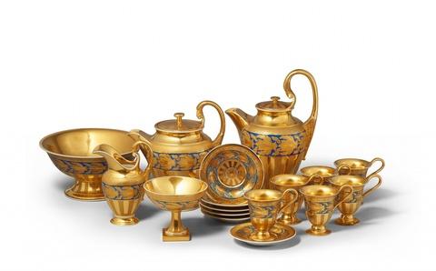 Kaffee- und Teeservice mit Goldfond -