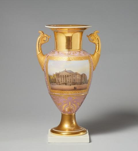 Vase mit zwei Berliner Prospekten -
