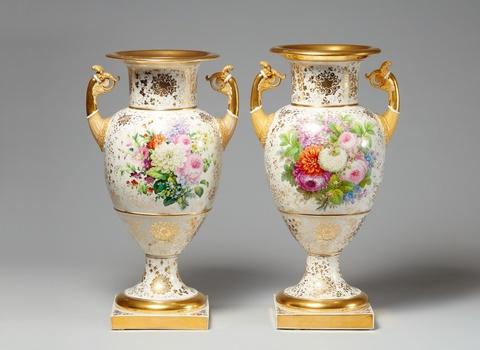 Paar Amphorenvasen mit Blumendekor -