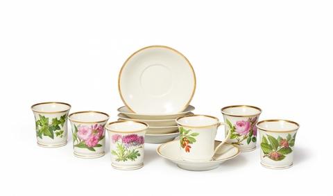 Satz von sechs Tassen mit Gartenblumen -