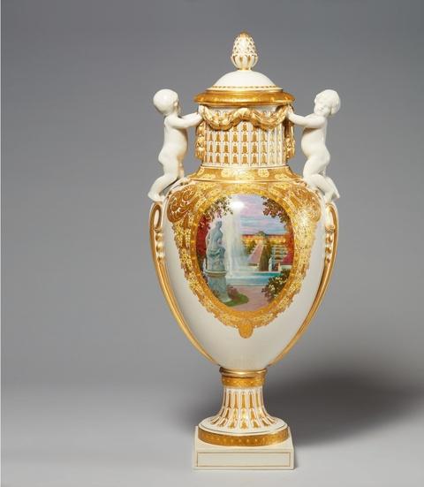 Seltene Deckelvase mit Ansichten von Schloss Sanssouci -