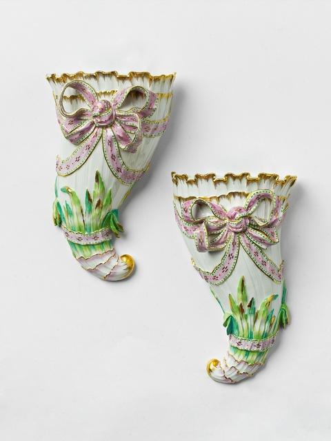 Paar Blumenhörner mit Bandschleifen -
