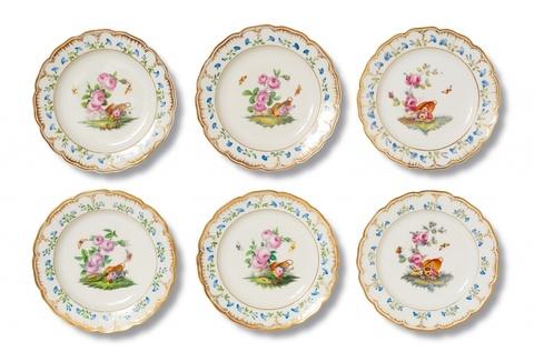 Satz von sechs Suppentellern aus der Nachlieferung des Tafelservices für das Schloss Charlottenburg -