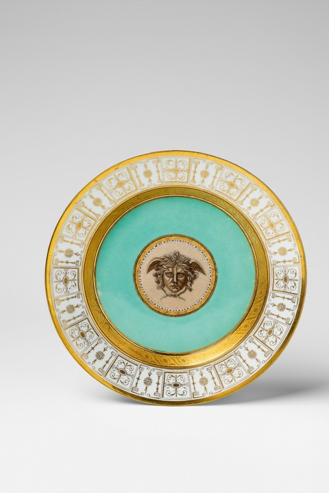 Teller mit Medusenhaupt in Mikromosaikmalerei -