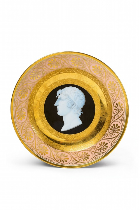 A Berlin KPM porcelain plate with cameo decor -