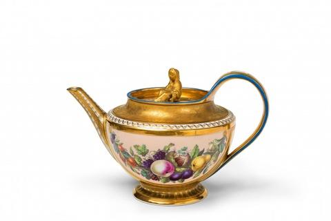Teekanne mit Fruchtgirlanden -