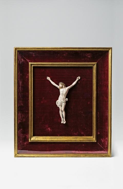 A Höchst porcelain crucifix -