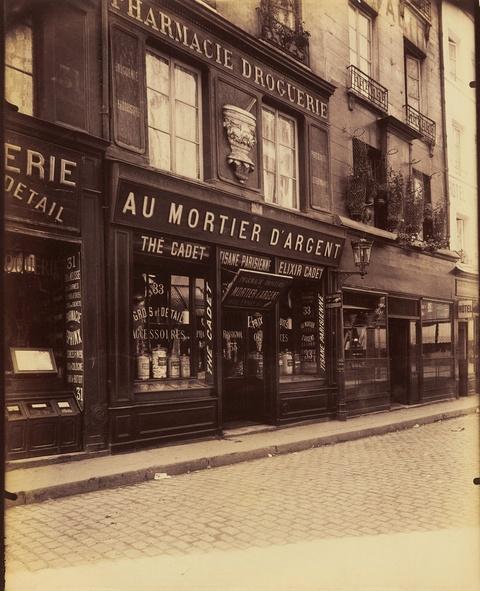 Jean Eugène Auguste Atget - Au Mortier d'Argent, 33 Rue Saint-Denis