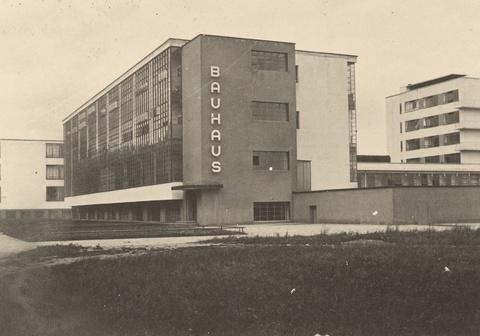Anonymous - Bauhaus-Gebäude, Dessau