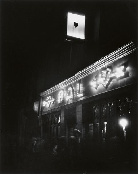 André Kertész - Rue des Vertus, Paris