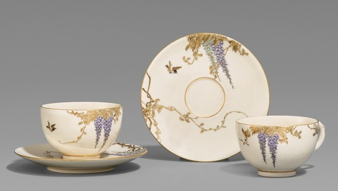 Zwei Satsuma-Teetassen mit Untertassen. Osaka. Um 1900 -